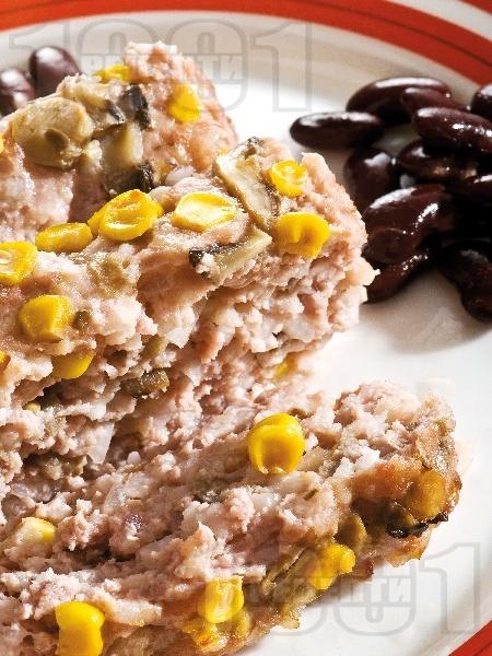 Руло със свинска кайма, гъби и царевица - снимка на рецептата